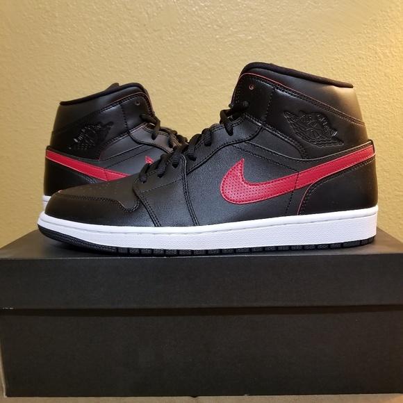 a97a3a3dab5b8e Nike Air Jordan 1 Mid 554724 009 Basketball Shoes